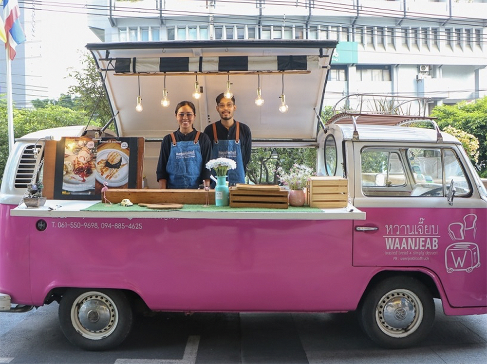 "Thailand hosts ""World's Largest Parade of Food Trucks"""