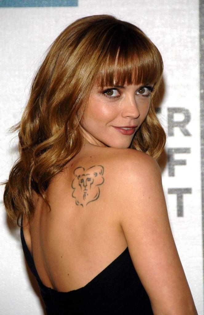 tatouage femme lion actrice cristina ricci  Tatouage femme