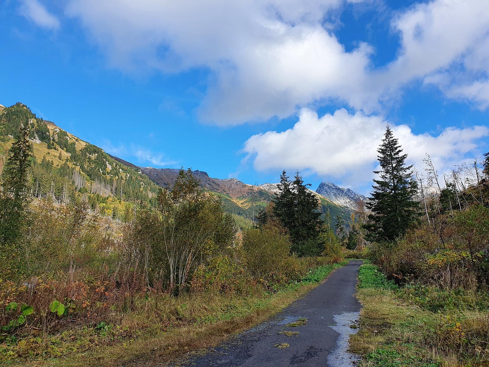 Pohľad na Svinicu z Tichej doliny