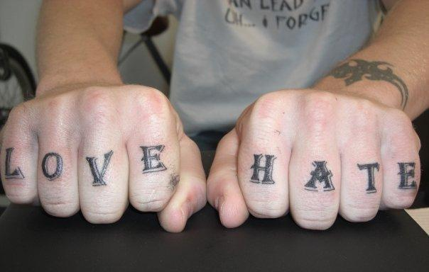 Tatuaje Dedo Letras Fuentes Por Shogun Tats