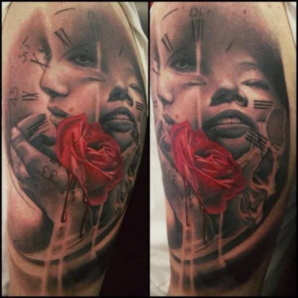 Tatuaje Hombro Reloj Mujer Rosa Por Immortal Ink