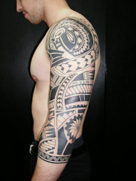 Tatuaje Hombro Brazo Tribal Por Lorenzo Arte Y Tatuaje