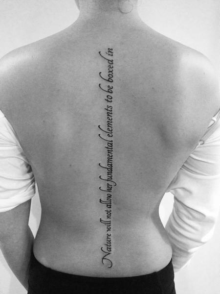 Tatuaje Letras Espalda Por 2 Spirit Tattoo