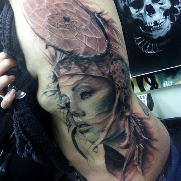 Tatuaje Lado Mujer Atrapasueños Por Jak Connolly