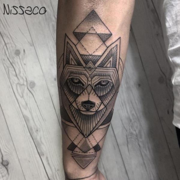 Tatuaje Brazo Lobo Dotwork Por Nissaco