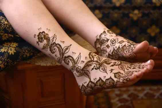 henna leg tattoo