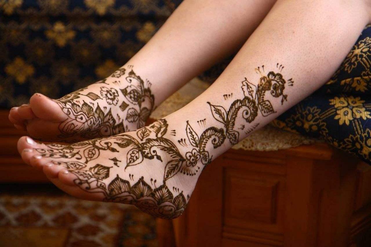 Black Henna Ink Tattoo Designs On Foot Tattoos Spot