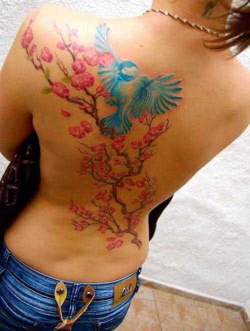 Tattoo Rücken-Tattoo Ast mit Vogel