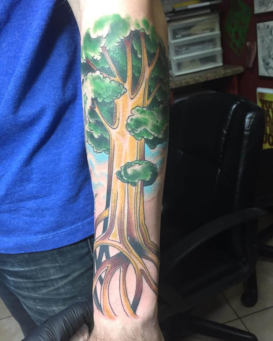 Tattoo farbiger Weltenbaum
