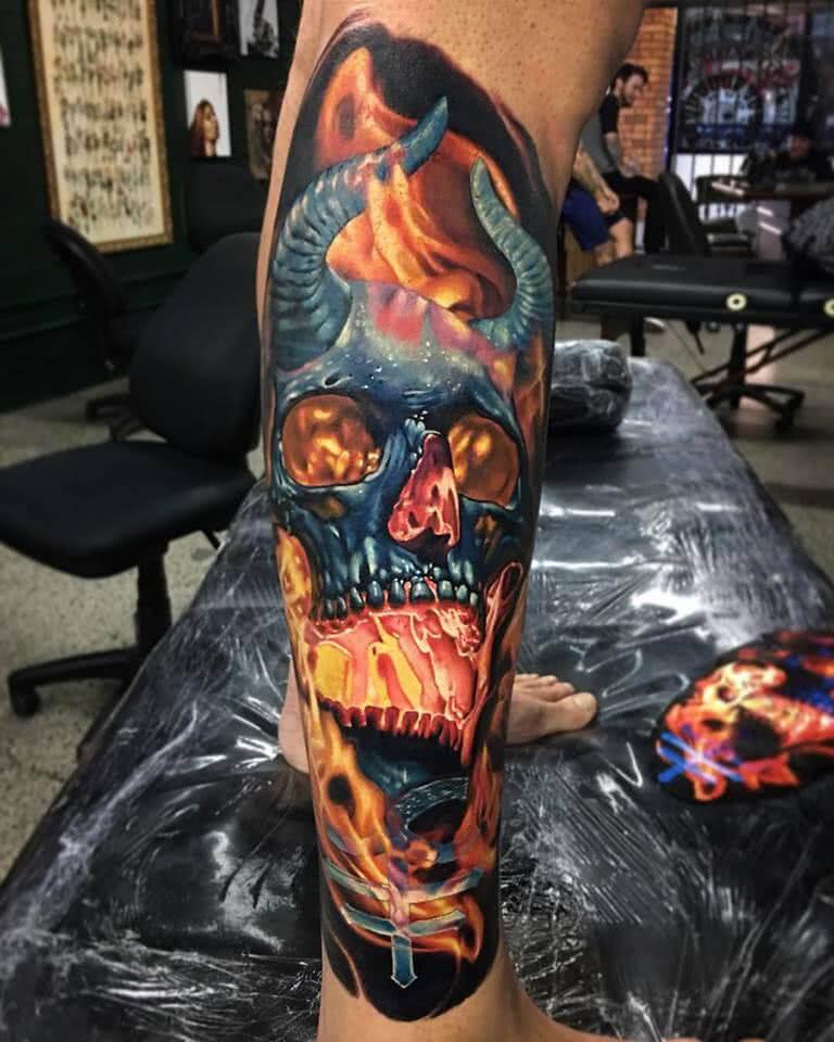 Tattoo flammender Totenschädel