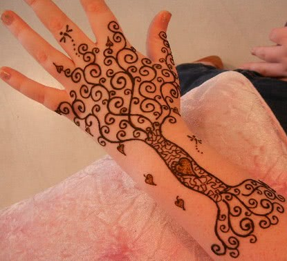 Tattoo Henna Baum mit Herzen