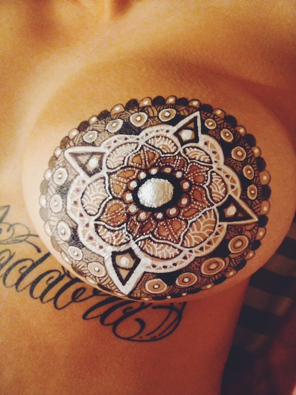 Tattoo Henna Brusttattoo