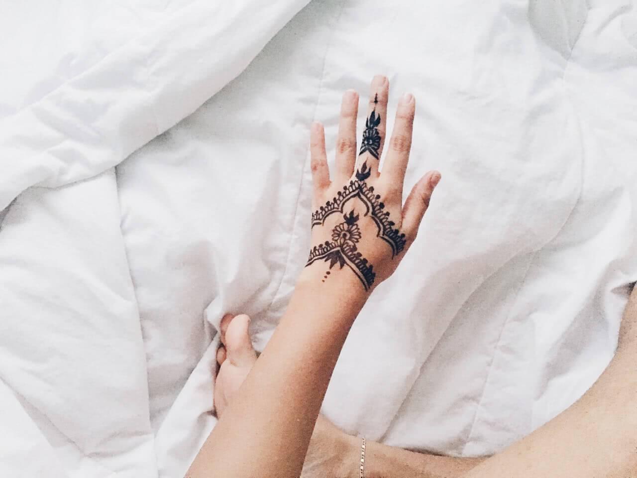 Tattoo Hennatattoo auf der Hand