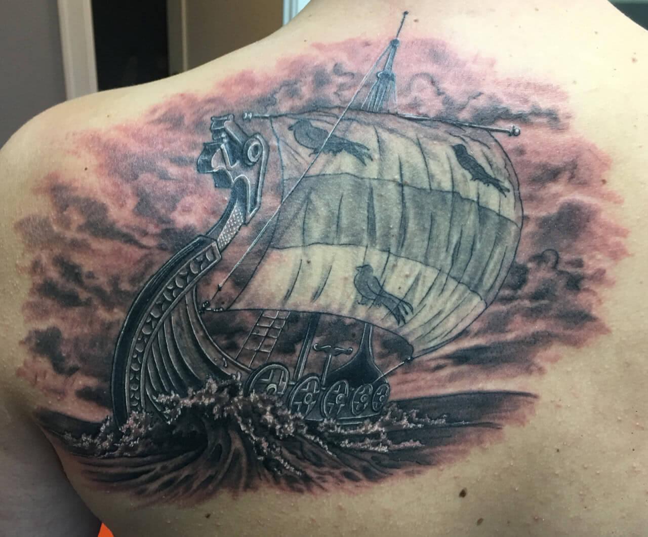 Tattoo Wikinger Schiff in rauer See