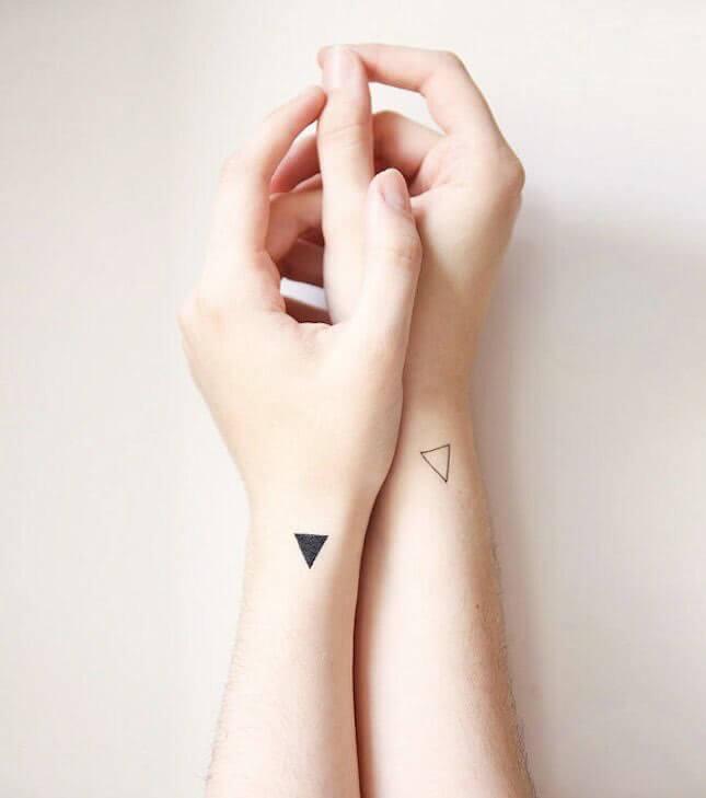 Tattoo Zwei kleine Dreicke