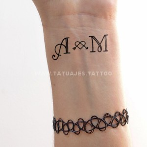 50 Ideas De Tatuajes De Iniciales Foto Y Significado