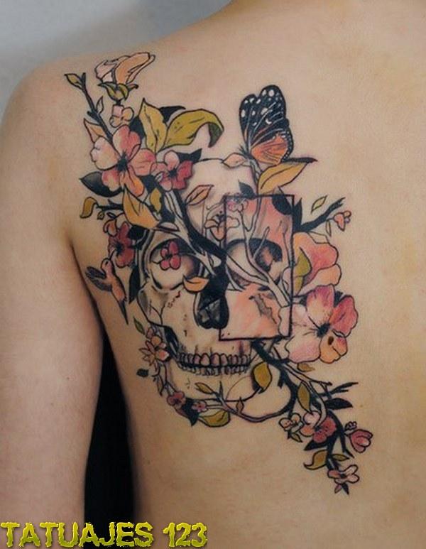 Una Calavera Entre Las Flores Tatuajes 123
