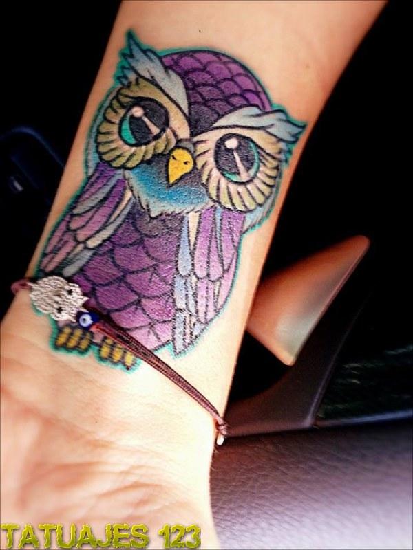 Lechuza de color en la mueca  Tatuajes 123