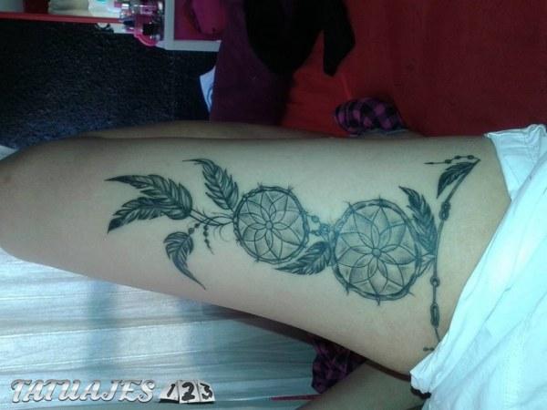 Un Tatuaje De Atrapasueños En La Pierna Tatuajes 123