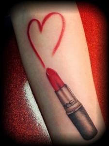 Labial Rojo con Corazón