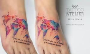 Mapa del Mundo y Frase en Acuarelas by Julia Dumps