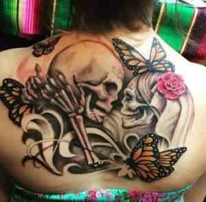 Calaveras entre Flores y Mariposas