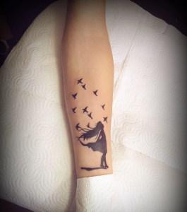 Niña y Aves by David Moreira