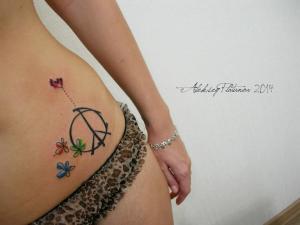 Signo Paz, Flores y Corazón by Aleksey Platunov