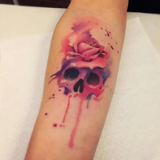Calavera estilo acuarelas por Borà Tattoo Studio