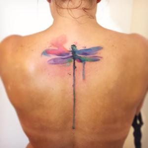 Libelúla estilo Acuarelas por Borà Tattoo Studio