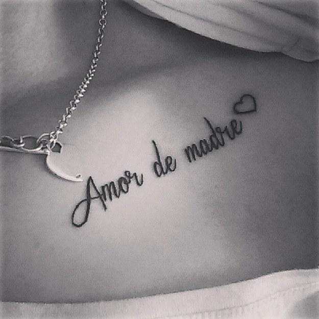 Frase Amor De Madre Y Corazón Tatuajes Para Mujeres