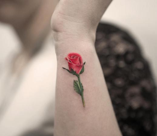 Flor Rosa por Joice Wang Bang Bang Tattoo