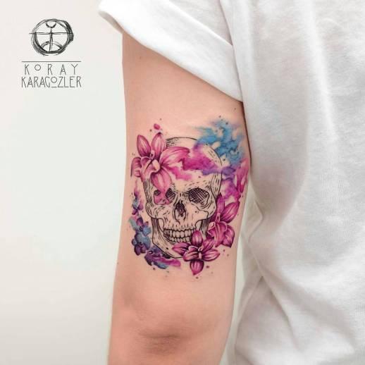 Calavera y Flores por Koray Karagozler