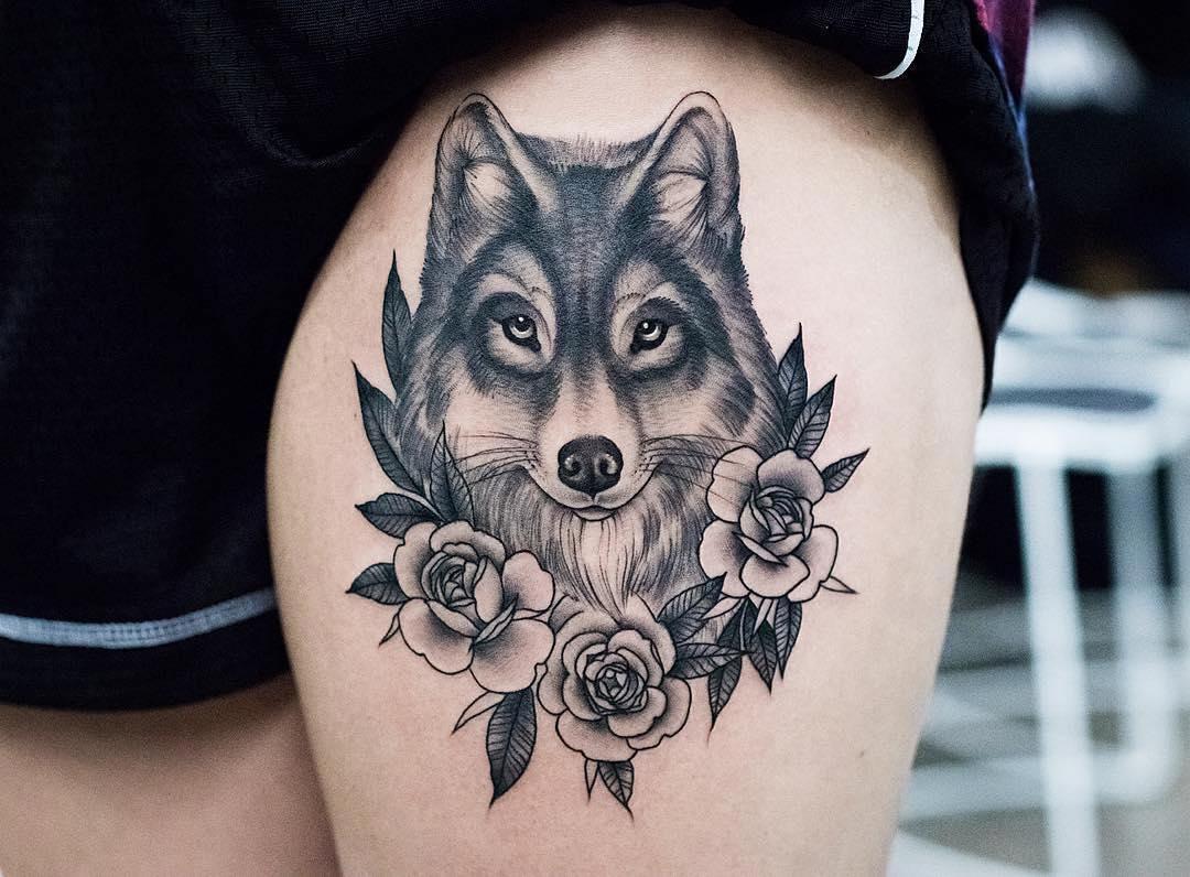 Lobo Entre Flores Por Kristi Walls Tatuajes Para Mujeres