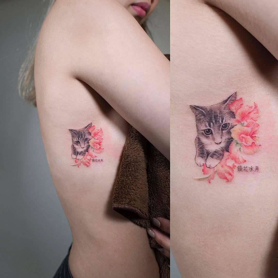 Gato Escondido Entre Flores Tatuajes Para Mujeres