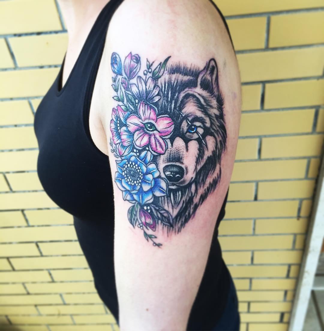 Lobo Y Flores Tatuajes Para Mujeres
