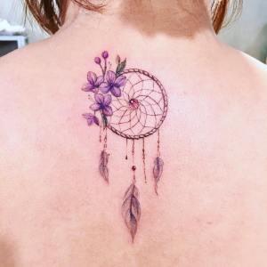 Atrapasueños y flores lilas