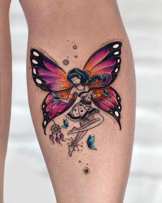 Hada con alas de mariposa danzando