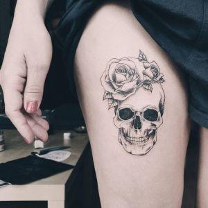 Calavera y rosas