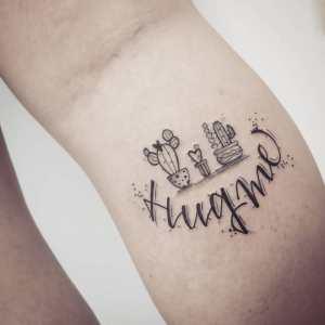 Frase: Hug Me y Cactus