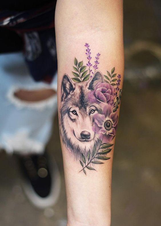 Lobo flores lilas Tatuajes para Mujeres