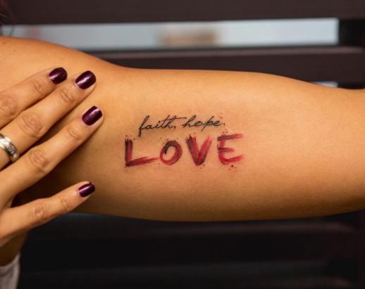 Frase: Faith, Hope, Love por Georgia Grey