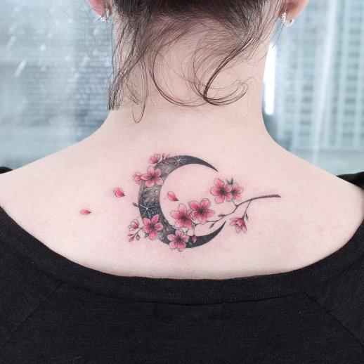 Luna y flores de cerezo por Tattooist Greem