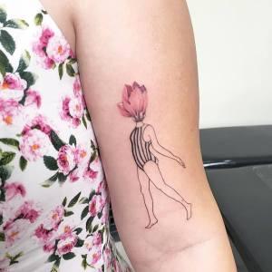 Mujer cabeza de flor por Luiza Oliveira