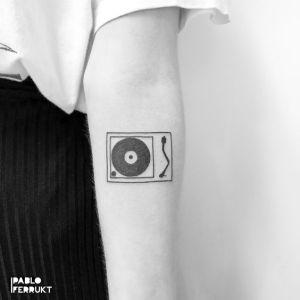 Tocadiscos por Pablo Ferrukt Tattoo