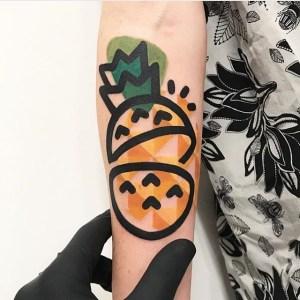 Ananá por Mambo Tattooer