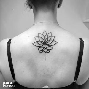 Flor de loto por Pablo Ferrukt Tattoo