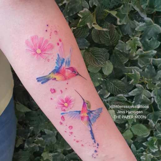 Colibríes y flores por Jess Hannigan