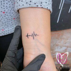 Avión y Electrocardiograma por Risha Tattoo
