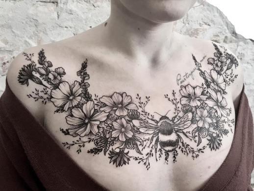 Flores y abeja
